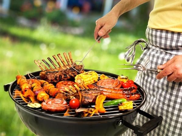 Првомајска скара: Неколку совети како кременадлите, вешалиците, плескавиците, ќебапите, колбасите… да ви бидат сочни, а не тврди или изгорени!