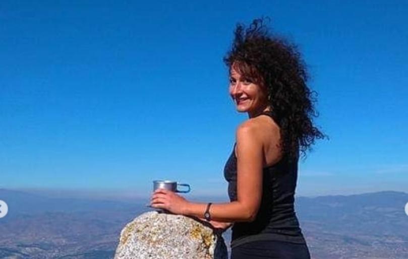 """Ирена Спировска на """"Прв до врв"""" се разголе во краток топ и покажа дека има """"камен"""" тело како тинејџерка (фото)"""
