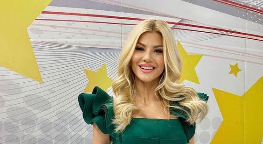 Секси глетка: Марјана Станојковска изгледа како авион во бикини на плажа (видео)