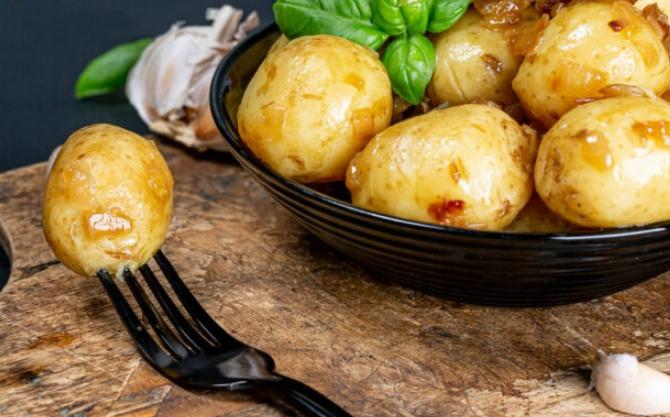 Млади компири кои се топат во уста – оваа состојка менува сè