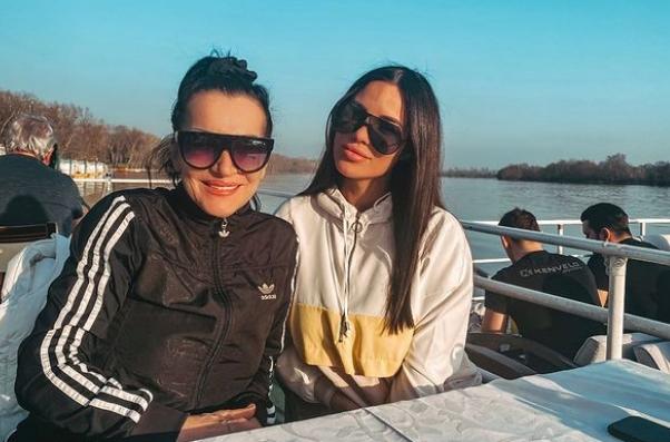 Мирко Шијан нема да биде како Вељко Ражнатовиќ: Гоца Божиновска негира дека синот и внукот ќе живеат во Тител во куќа од родителите на снаата
