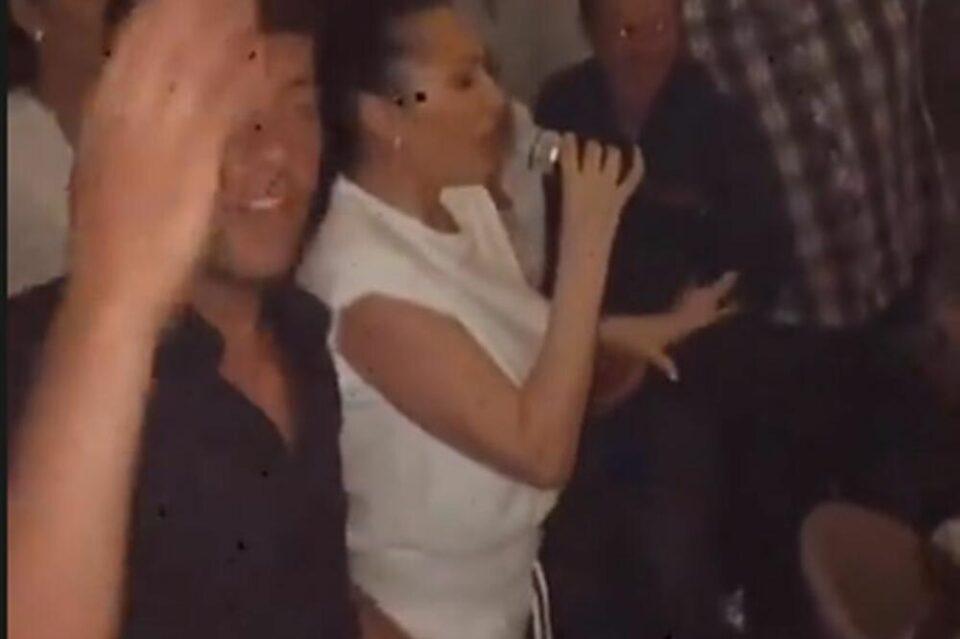 """Новак Ѓоковиќ победата на """"Ролан Гарос"""" ја славеше во својот ресторан со огномет, трубачи и Цеца: Фолк дивата со песна му ја увелича прославата на Ноле  (ФОТО)"""
