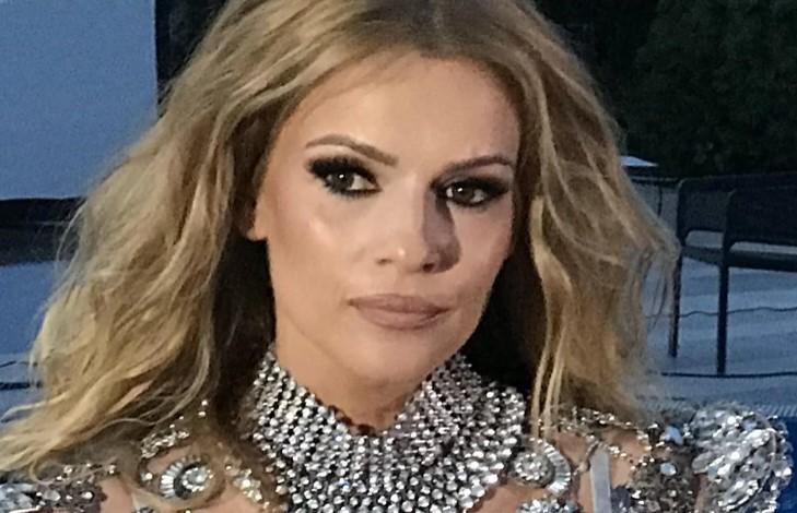 """""""И пукнаа силиконите, падна од тераса и прележа корона"""": Пејачката 2020та година сака да ја избрише од сеќавањата"""