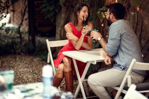 10 знаци дека сте со маж кој има хроничен страв од врзување