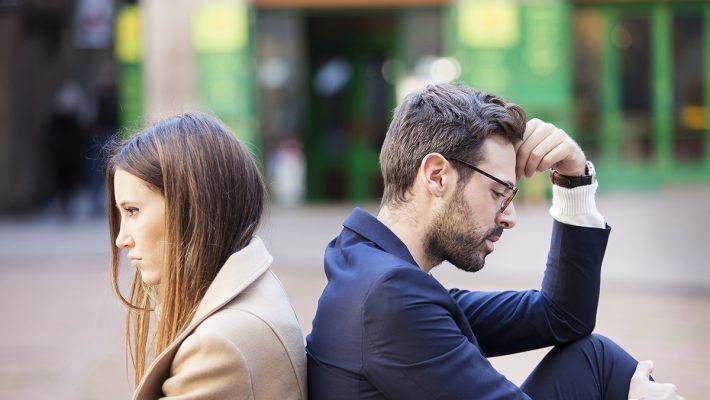Пет знаци дека сте во врска со маж кој се плаши од долга врска и брак