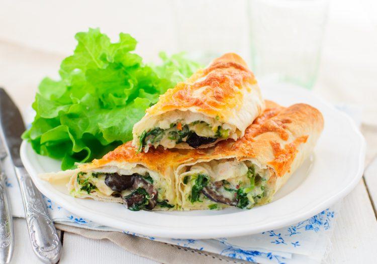 Идеја за брз ручек: Похувани тортиљи со пилешко и спанаќ