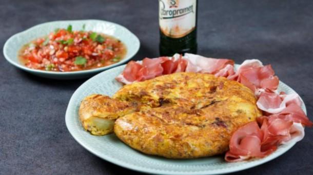 Шпанска тортиља од компири, пршута и зачини