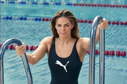 Јулија Ефимова е вистинска олимписка убавица: Руската пливачка има импресивна кариера, а и газе за медал!