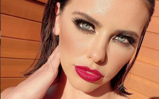 """Порно глумицата со српско потекло,  Адриана Чечик, исфрлена од хотел: """"Ме препознаа и не ми дадоа ни пет минути да се облечам…"""" (ФОТО)"""