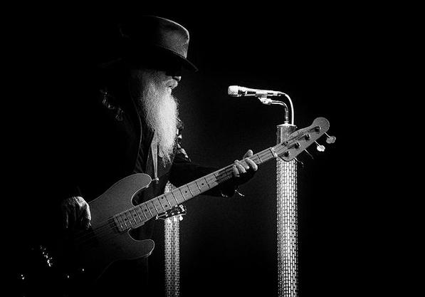 """Замина уште една рок легенда: Почина Дасти Хил, басистот на рок великаните """"Зи Зи Топ"""""""