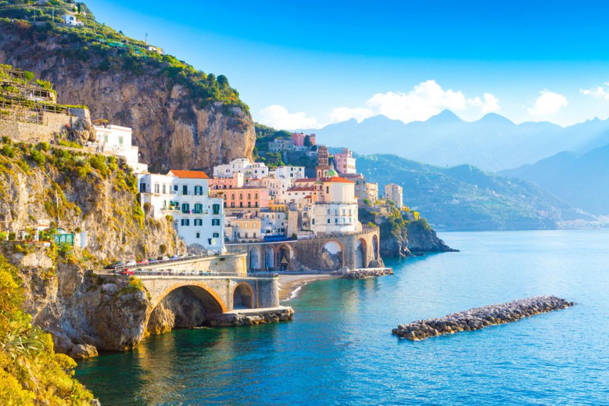 Најмалиот град во Италија: Место за одмор на прекрасниот брег кое туристите го заобиколуваат