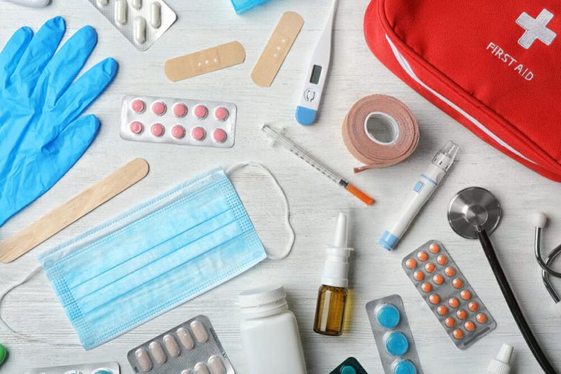 Мобилна аптека: Кои лекови треба да ги спакувате за на одмор?