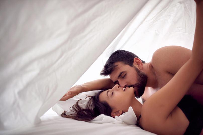Најчестите лаги за сексот кои ги гледаме во порно филмовите