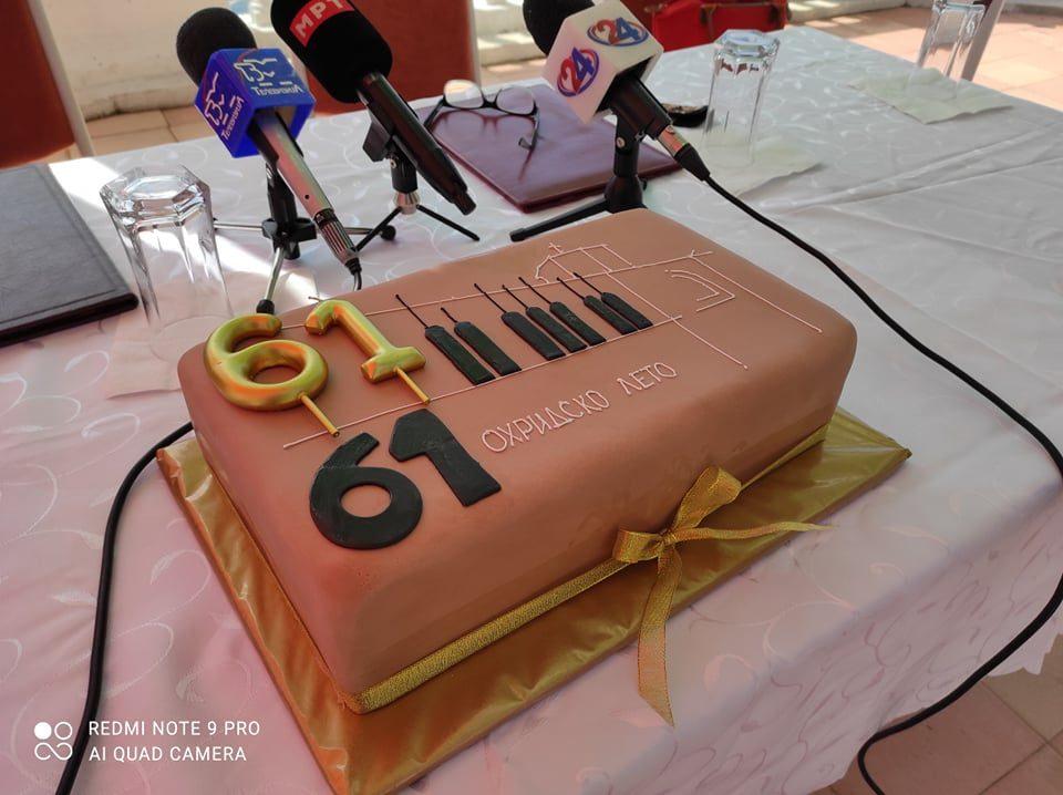 """""""Охридско лето"""" го прослави 61. роденден: МНТ му подари на Фестивалот биста од Ана Липша Тофовиќ"""