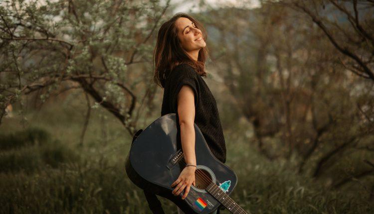 """Скопјанката Андреа продолжува да """"гази"""" по светските топ листи со – """"Choose My Way"""" (ВИДЕО)"""
