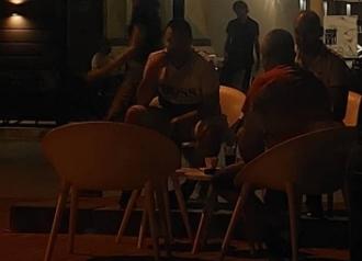 """Овде забраната за пиење кафе на невакцинирани во кафуле """"не важи"""": Прилеп, е*аго! (ФОТО)"""