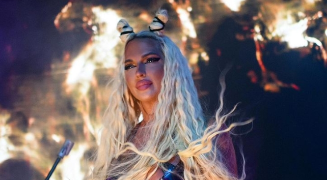 Карлеуша повторно во Македонија: Пејачката на настап се сврте со з*дникот кон публиката – поглед од милион долари (фото)