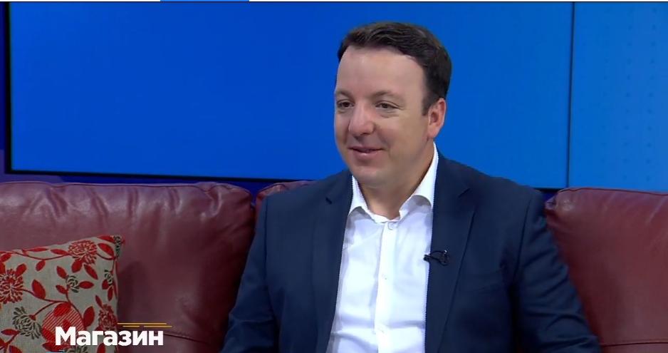 Приватниот живот на потпретседателот на ВМРО-ДПМНЕ и пратеник Александар Николоски:  Охриѓанец во Скопје, а најмногу Македонец (ВИДЕО)
