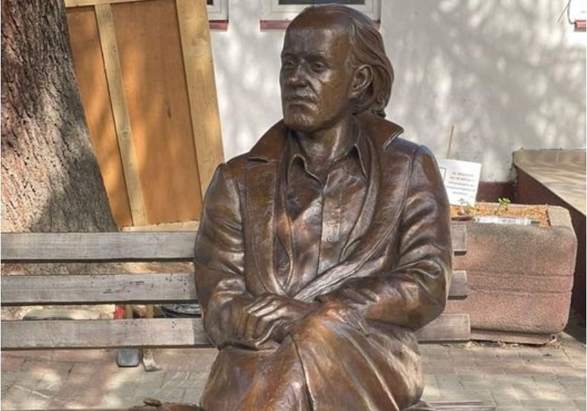 """Спомен обележјето на Горан Стефановски денеска ќе биде поставено во Дебар Маало: """"Добредојде дома стари, едвај чекам да седнам до тебе пак…"""""""