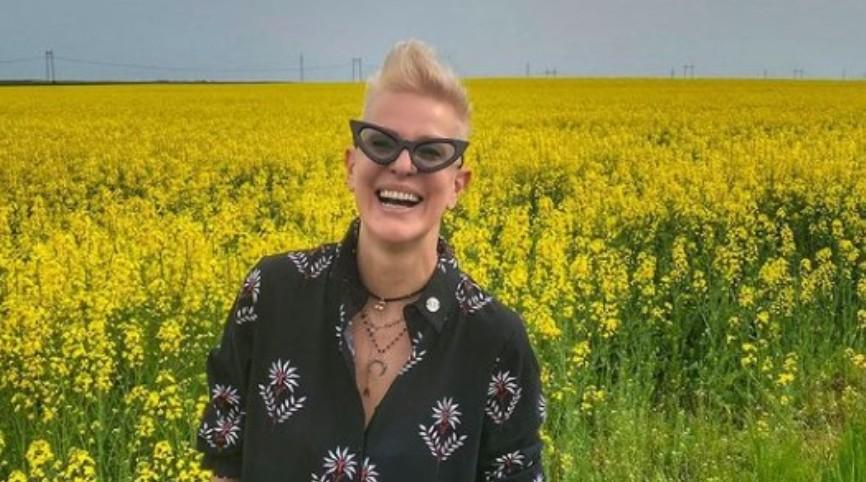 Ретро фотографии од Тијана Дапчевиќ: Пејачката извади фотографии од архива и покажа како изгледала некогаш (фото)
