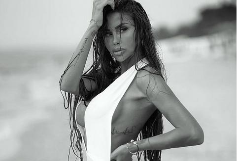 """Александра Накова одново топлес: Таа влажна од морските бранови што ја заплискуваат, следбениците со """"влажни погледи"""" што од нејзините разголени пози не ги одлепуваат! (ФОТО)"""