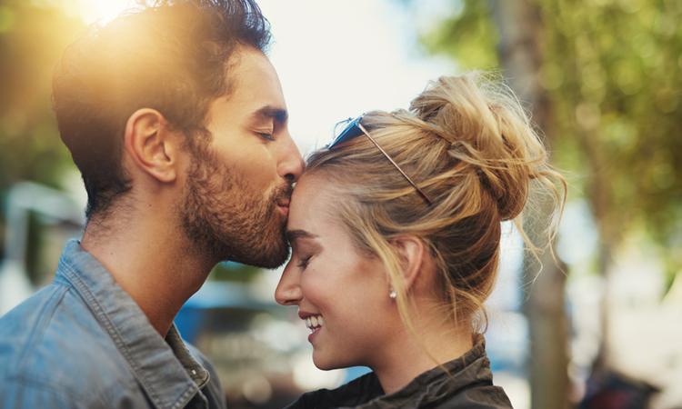 Како хороскопските знаци изразуваат љубов?