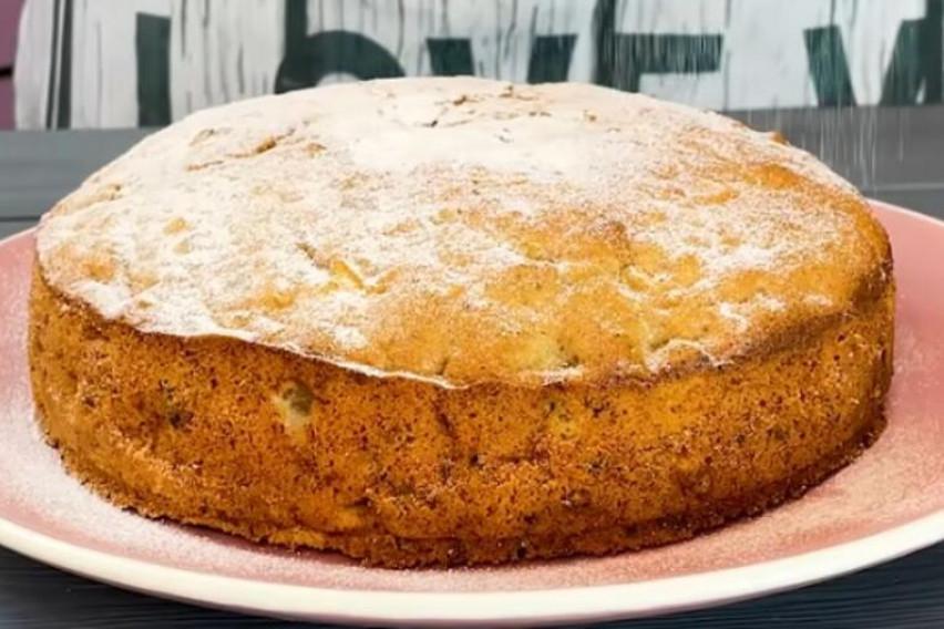 Вкусна торта од јаболка и ореви која е многу едноставна за подготовка