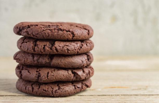 Брзи и сочни чоколадни колачиња од 4 состојки