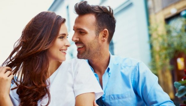 Кои се предностите, а кои недостатоците ако стапите во врска со најдобар пријател?