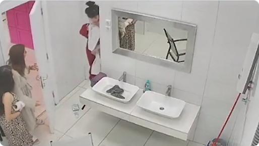 Ова не може да се види на ТВ: Ана Спасојевиќ  физички ја нападна голата Дениз Дејм во бањата (ВИДЕО)
