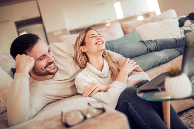 Како живеењето заедно пред брак влијае врз вашиот сексуален живот?