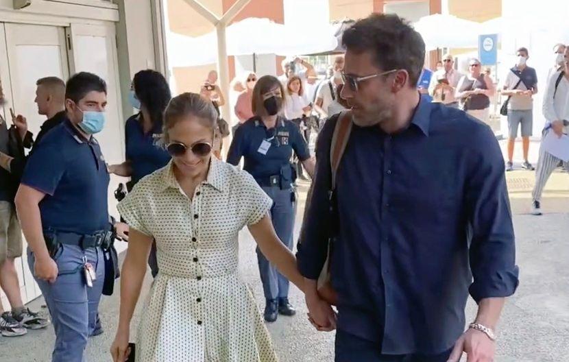 Неразделни: Џенифер Лопез и Бен Афлек уловени во љубовен занес во Њујорк (фото)