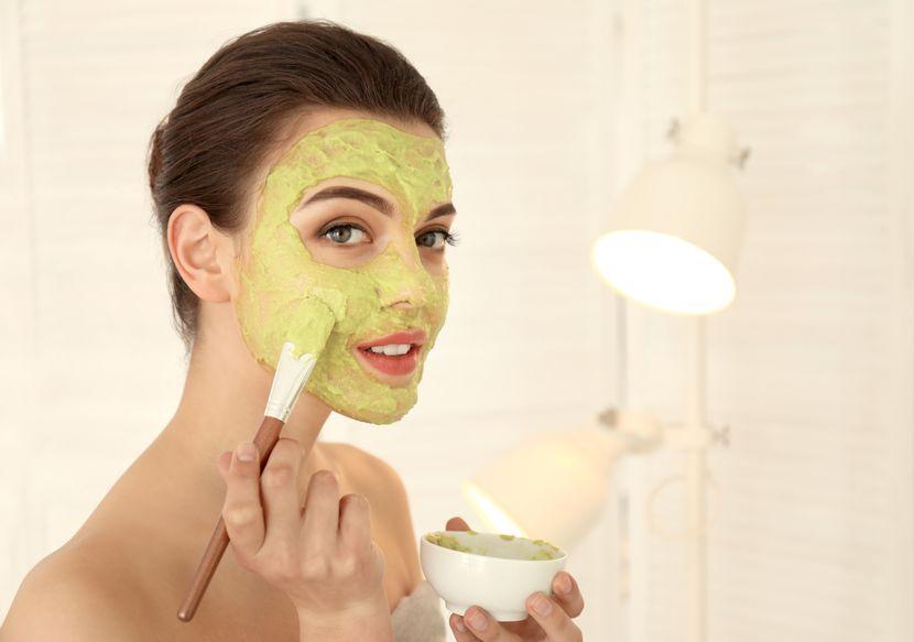 Маска за лице која ги брише годините: 4 природни состојки за ефикасна борба против брчките
