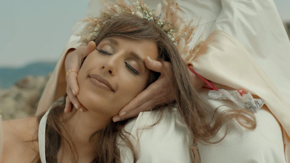 """Агни Авшар во потрага по смислата на животот во – """"Сознавам"""" (ВИДЕО)"""