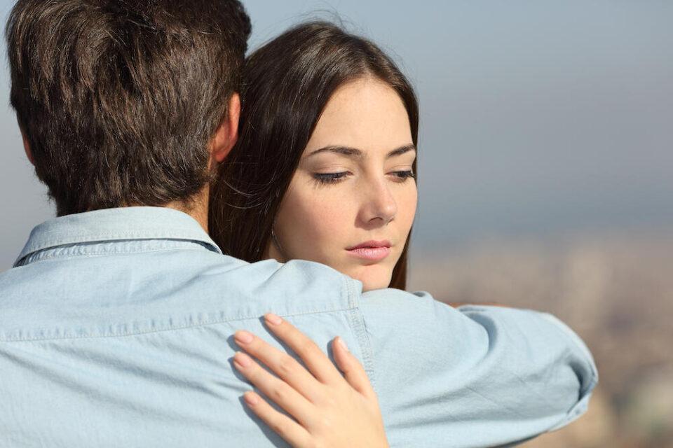 Неодговарање на пораките може да биде само еден од проблемите: 4 проблеми кои им пречат на жените на почеток на врската