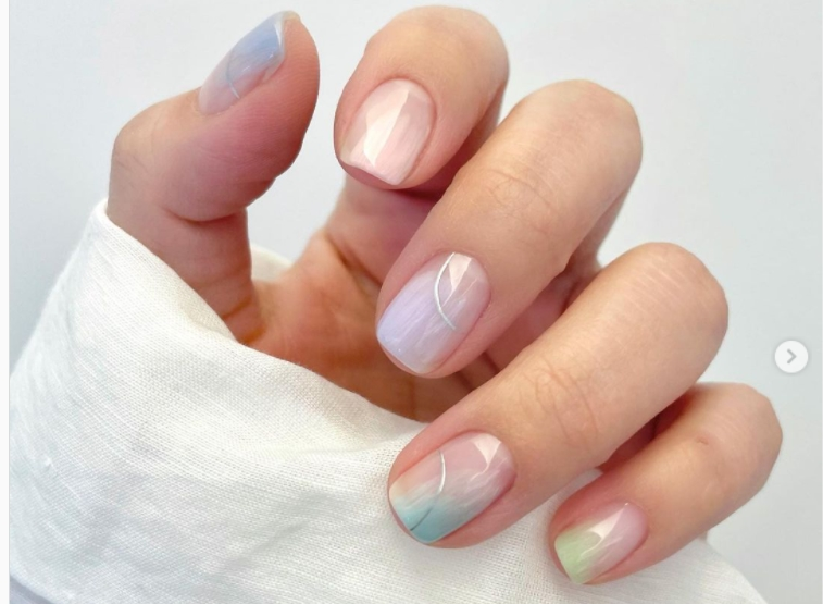 Идеја за следен маникир: Седефести нокти – нежни и впечатливи во исто време