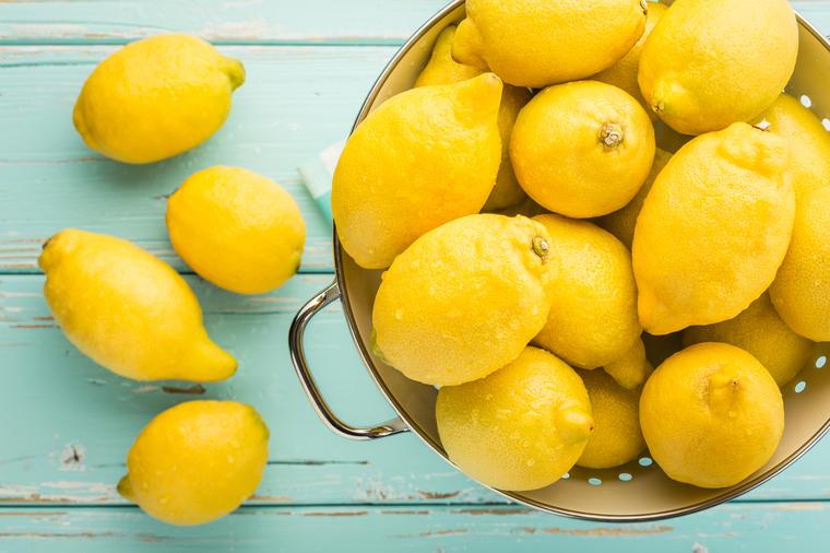 Лимонот е богат со мноштво важни соединенија – еве на кои лица особено им се препорачува